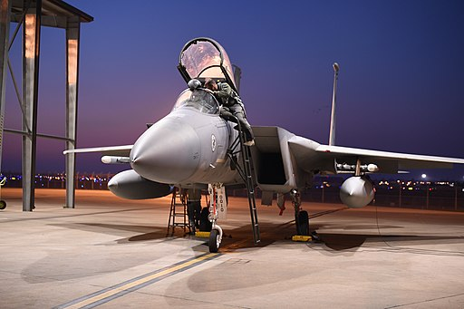 California_Air_National_Guard_trains_during_night_at_the_144th_Fighter_Wing_141104-Z-FF876-026